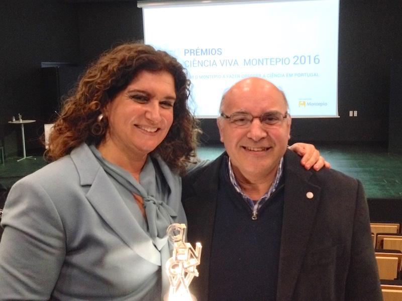 Ana Mafalda Lapa, prémio Ciência Viva Montepio 2016, ladeada por José Matos, Bastonário da OBio