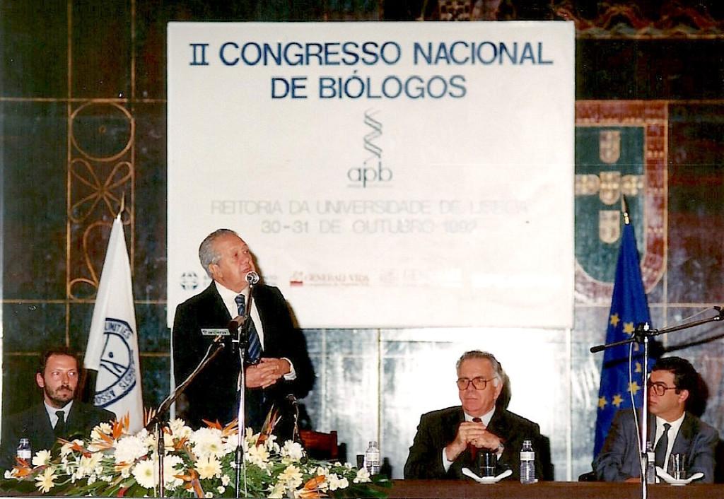 II Congresso Nacional de Biólogos, Outubro de 1992 da esquerda para direita: José Guerreiro (Presidente da Associação Portuguesa de Biólogos, Mário Soares, Presidente da República, Leonardo Ribeiro de Almeida Presidente da Assembleia da República, Meira Soares, Reitor da Universidade de Lisboa.